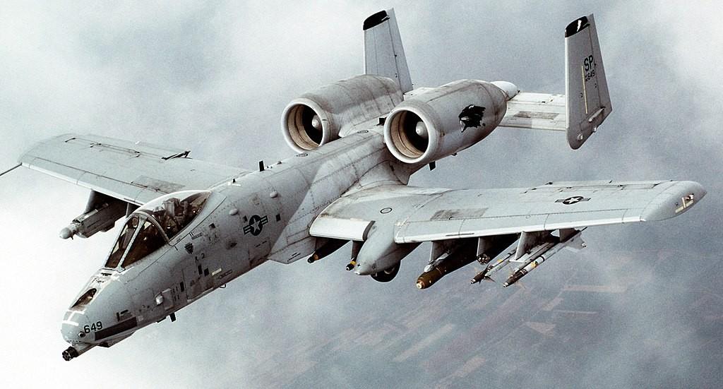 1024px-A-10_Thunderbolt_II_In-flight-2