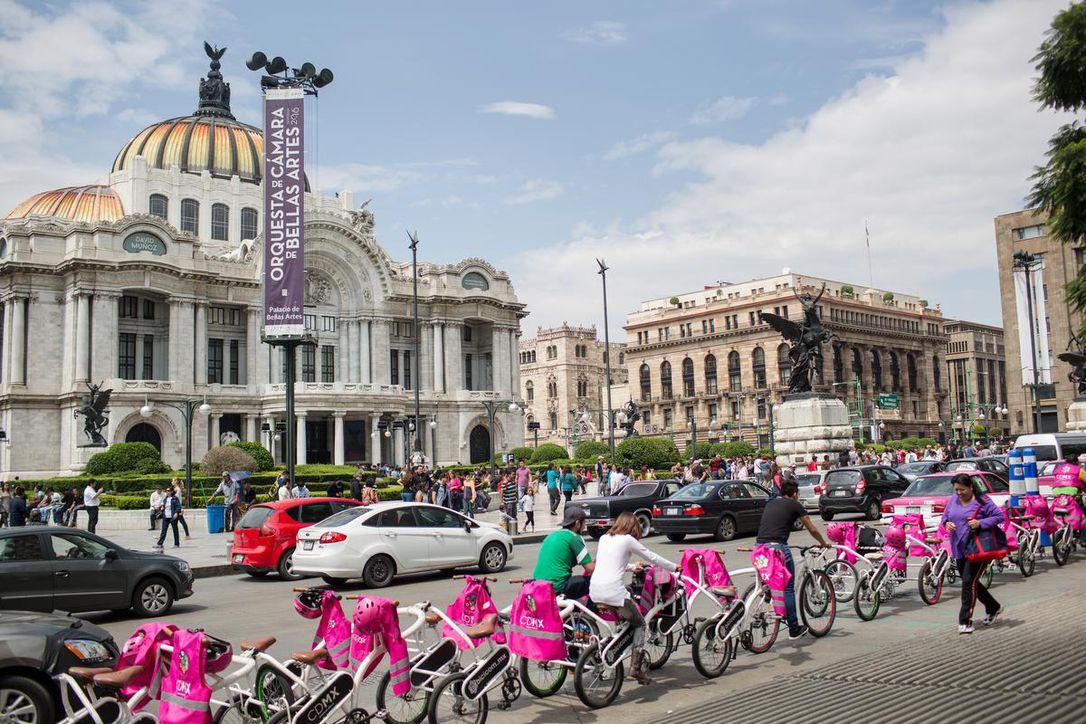 mexico_bikes_palacio_de_bellas_artes